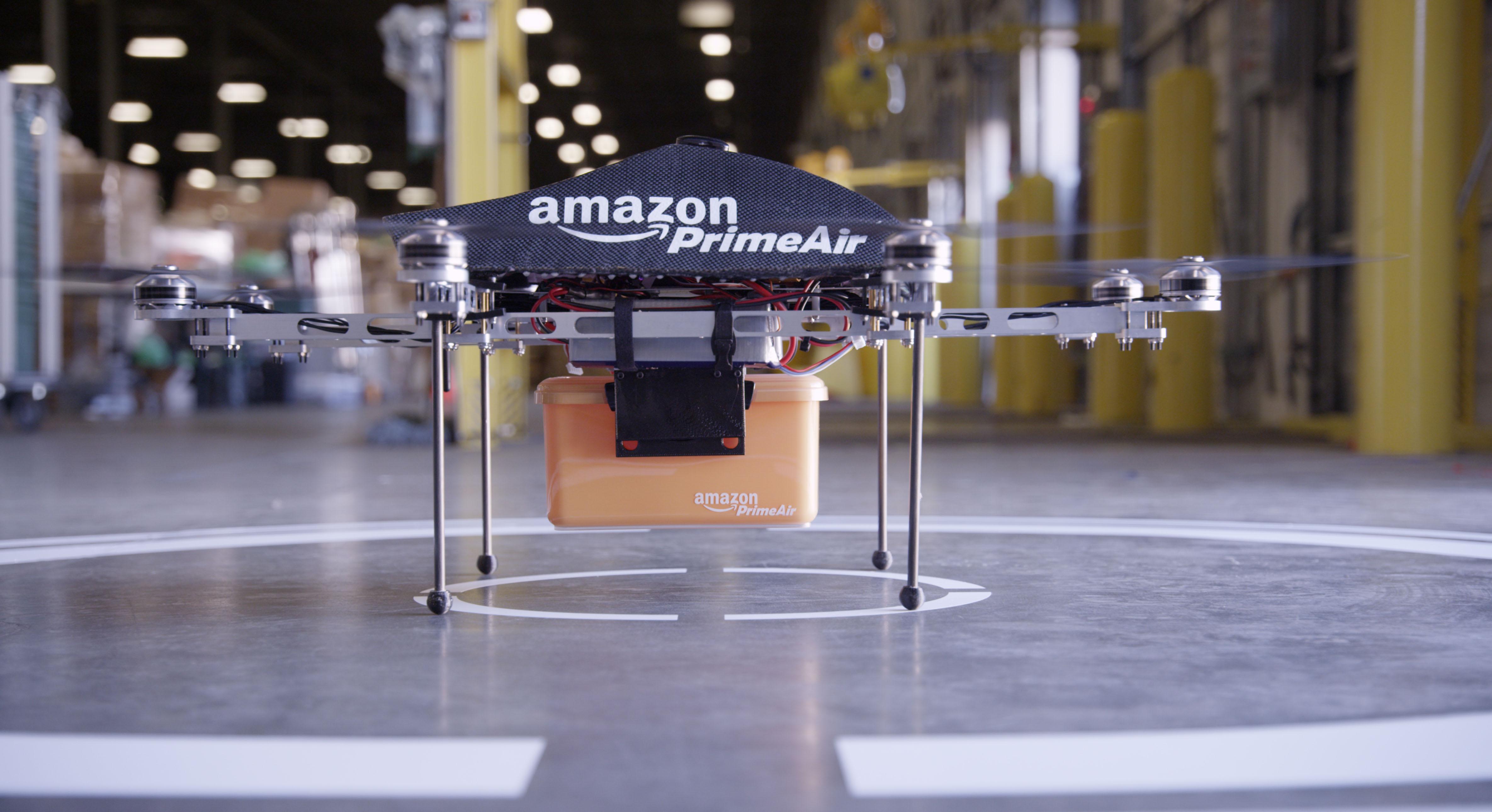 Dron od Amazon do transportu przesyłek.