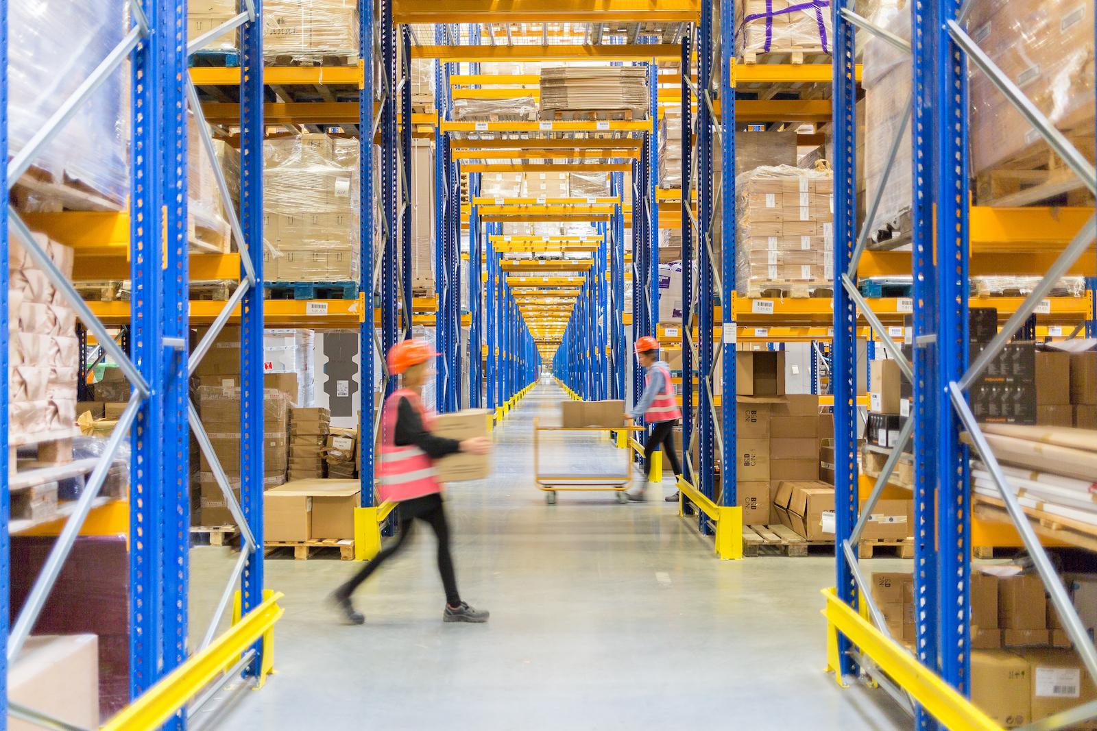 Jak wybrać model logistyczny w e-sklepie?