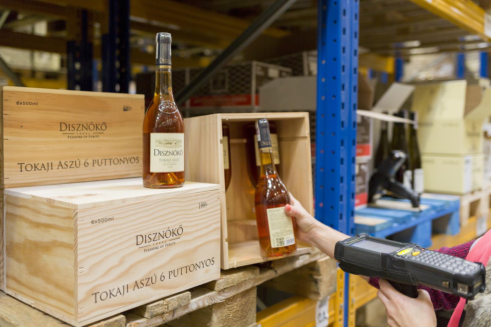 Jak działa outsourcing usług logistycznych w e-commerce?