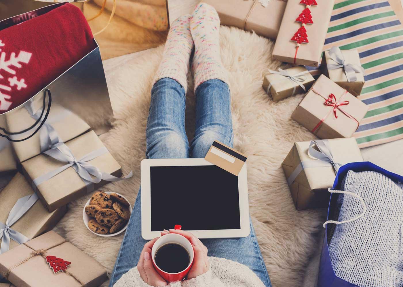 Zamawiasz prezenty świąteczne przez internet? Sprawdź, o czym pamiętać