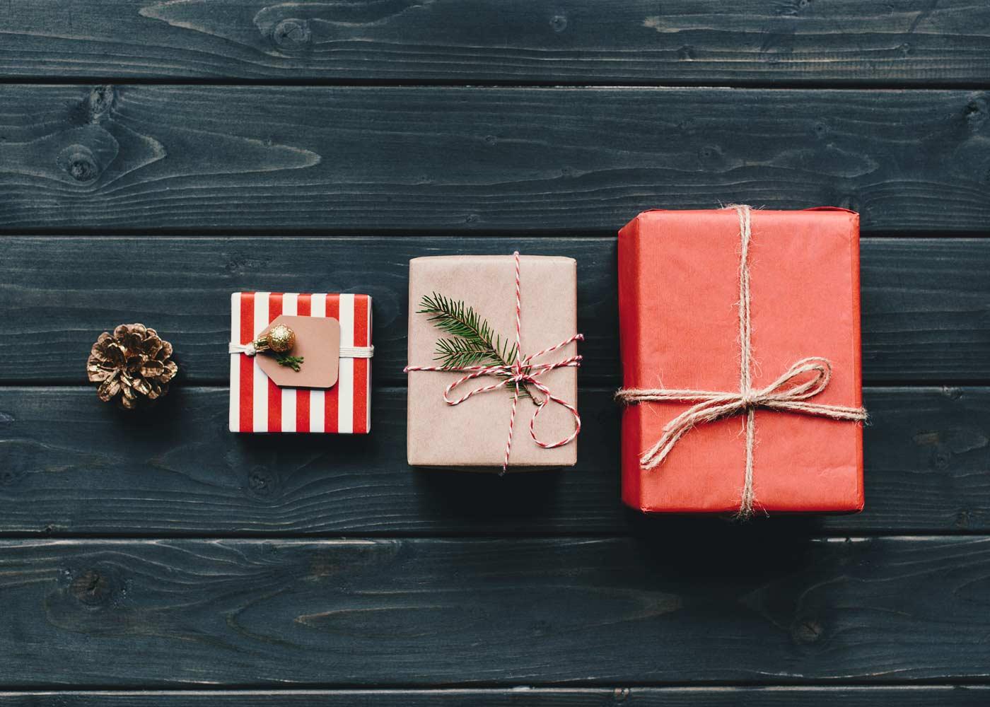 Wysyłasz paczkę na święta do rodziny lub znajomych? Sprawdź, o czym pamiętać