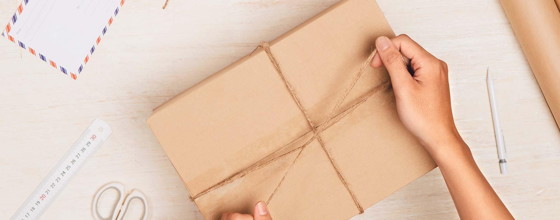 Jak dobrze zapakować przesyłkę do wysyłki kurierem?