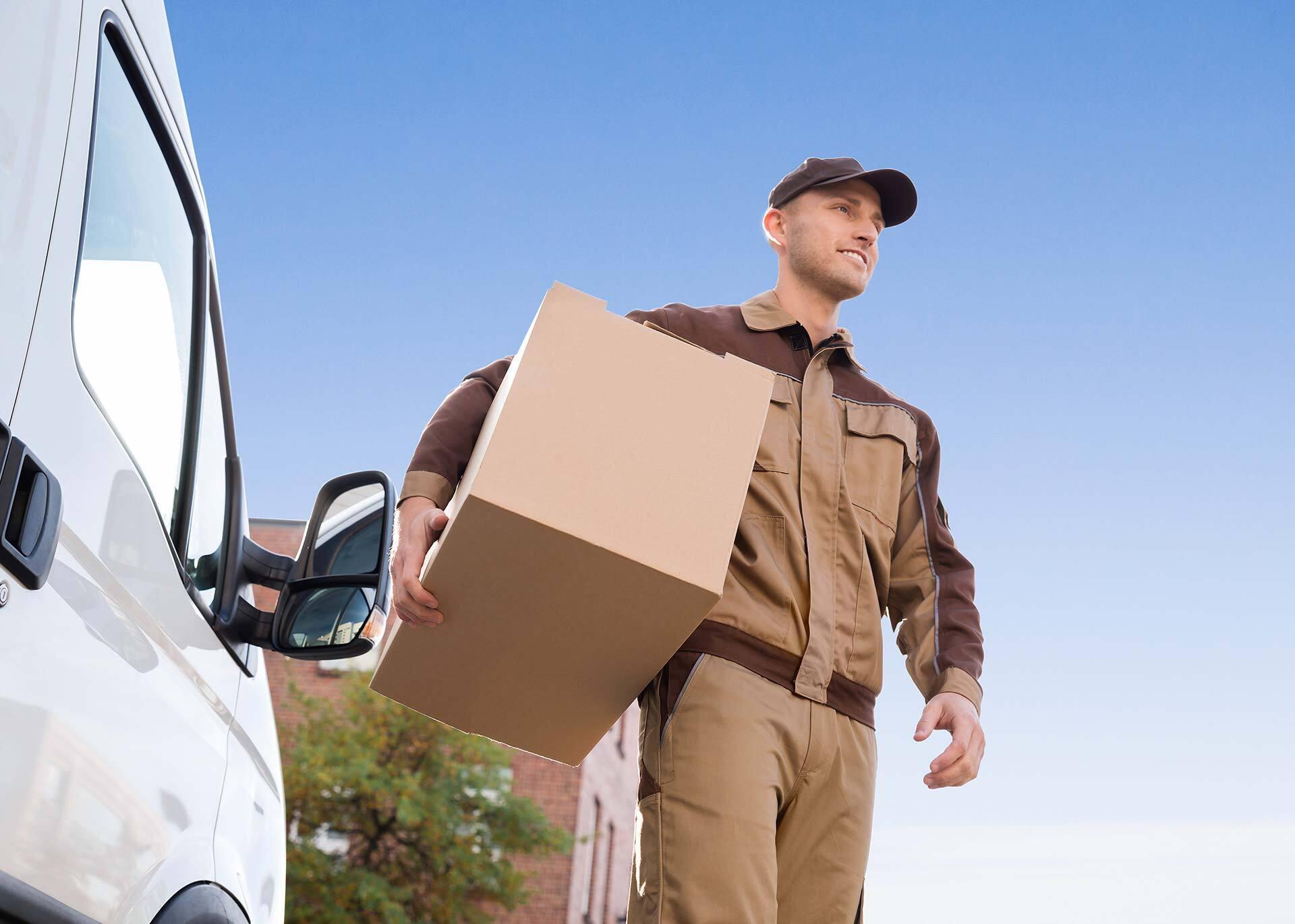 Dopłaty UPS za duże paczki i elementy niestandardowe w okresie szczytu paczkowego