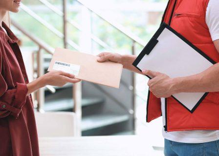 Jak wysłać kopertę kurierem?
