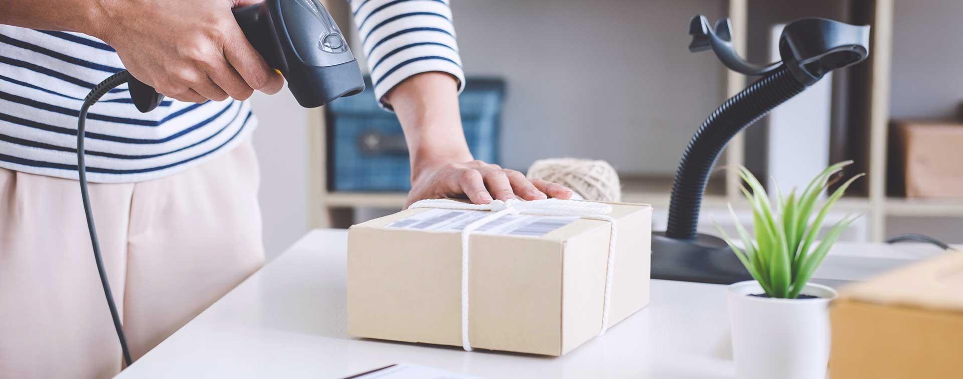 5 błędów w wysyłce paczek, przez które tracisz klientów