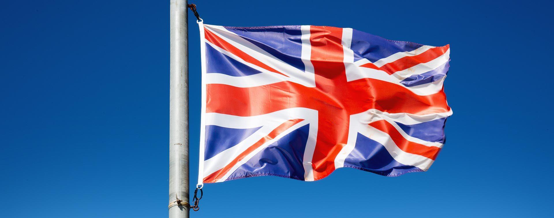 Jak wypełnić fakturę handlową przy wysyłce do Wielkiej Brytanii – poradnik FedEx i UPS